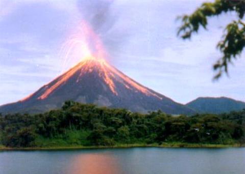 ¿Por qué en América Central abundan los volcanes?